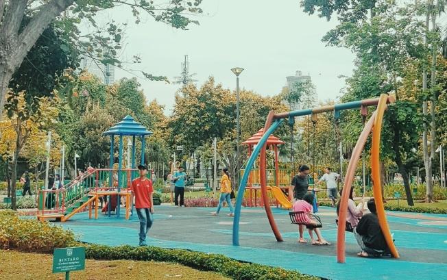 Piknik di Taman Kota Jakarta The Lost Wanderer - Menteng.jpeg