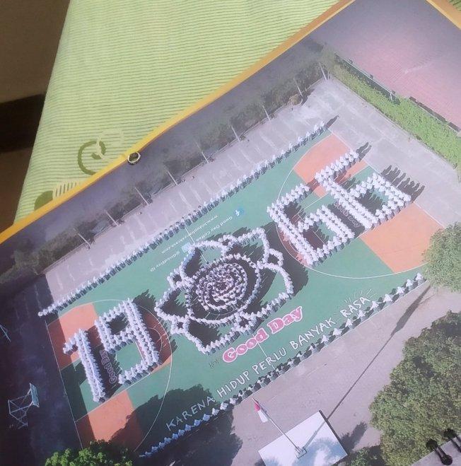 foto formasi buku tahunan sekolah 3